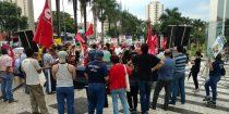 Trabalhadores protestam contra retrocesso a direitos trabalhistas.